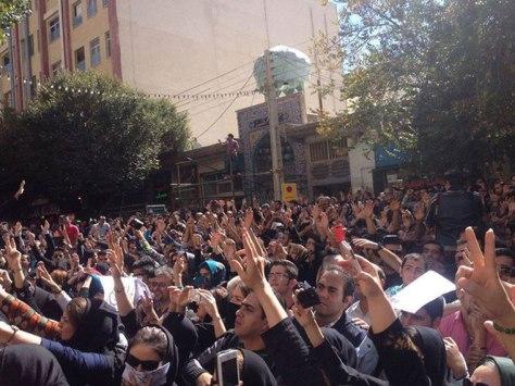 iran-acid-attack-protest-20142210-4