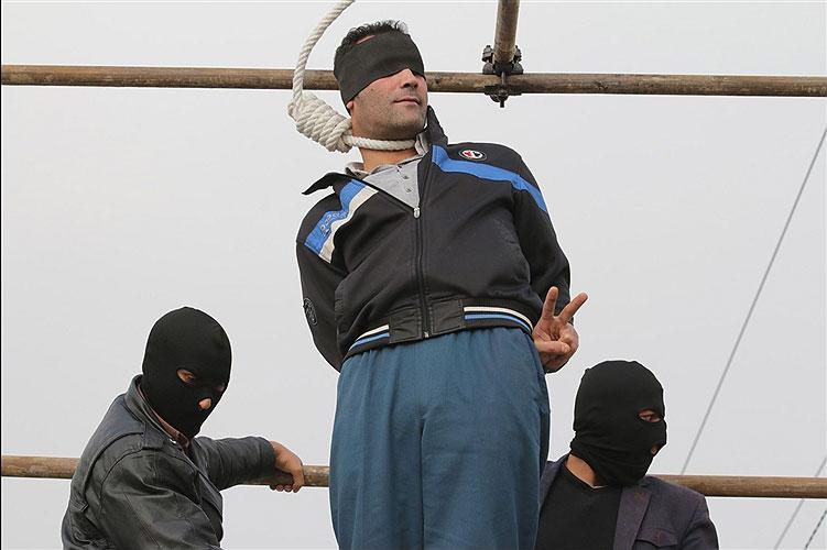 public-hanging-iran-20141108-650-1